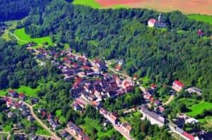 Stuehlingen Luftbild mit Schloss 300x199