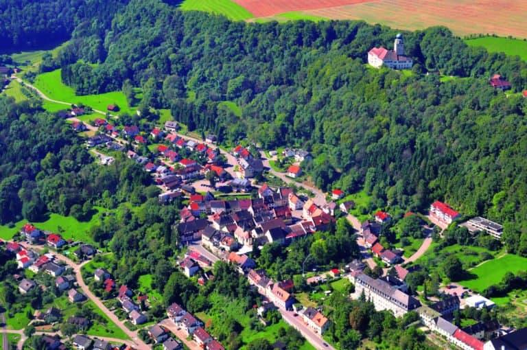 Stuehlingen Luftbild mit Schloss 768x510