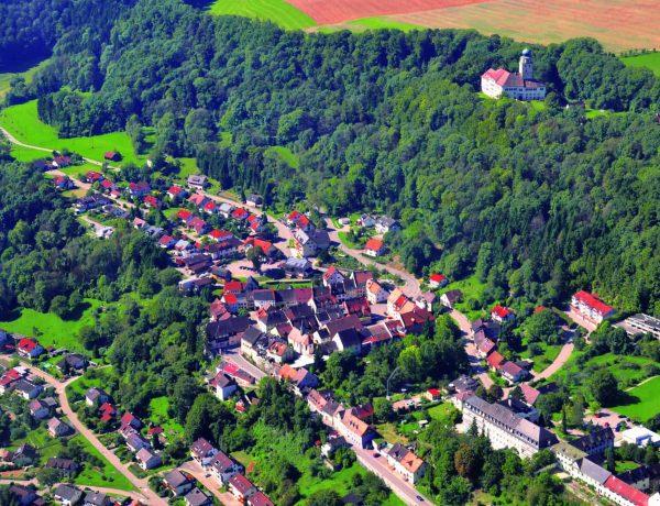 Stuehlingen Luftbild mit Schloss scaled